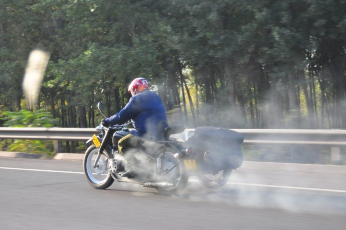 摩托车发起时机冒白烟分拆扫除